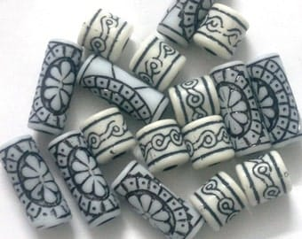 Assorted set of 17pc of Black and white beads