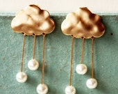 i heart rainy days . a cute whimsical rainy cloud earrings in gold .