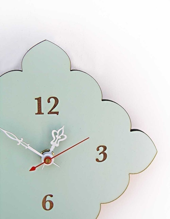 tiny scallop clock in vintage blue