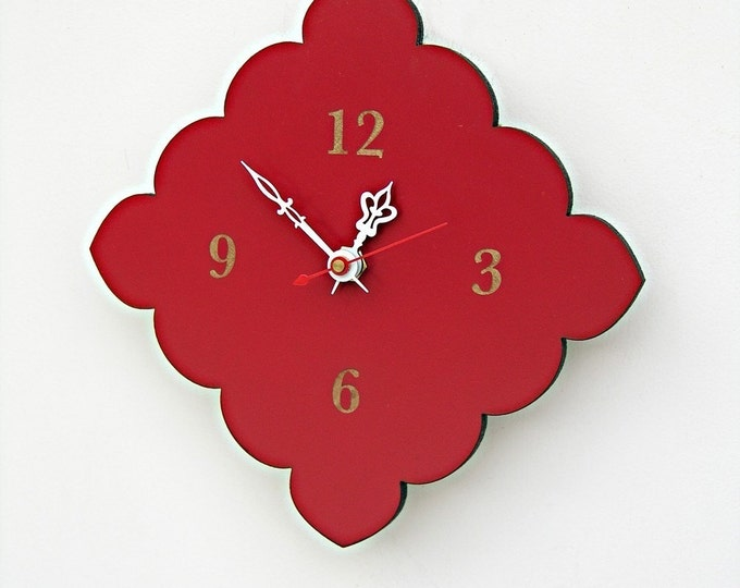 tiny scallop clock in poppy red