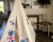 Indoor play teepee - Hearts and Flowers