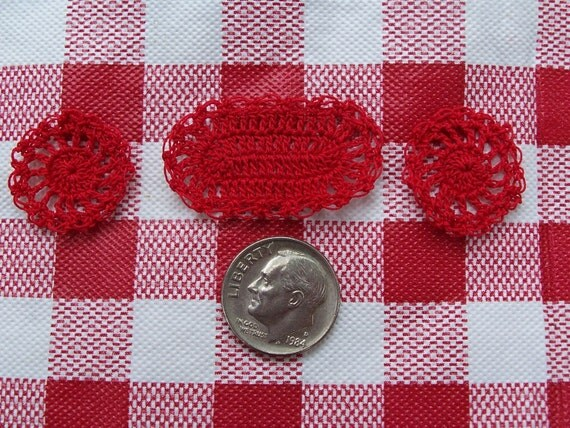 Set of 3 Miniature doilies/Placemats/1 Oval and 2 round