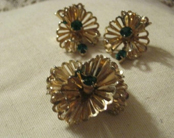 Vintage brooch earrings set green stones,  swirled pleated dimensiona pin earrings set, midcentury pin set emerald color stones by Barclay