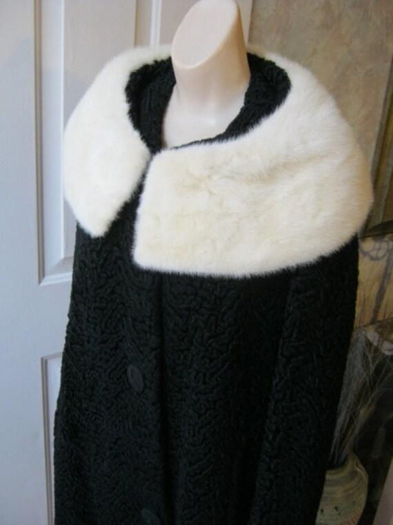 Dramatic and perfect Persian lamb look and cream fur collar coat  size M