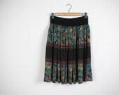 SALE...vintage Below Knee High Waisted Skirt  .  Size  M