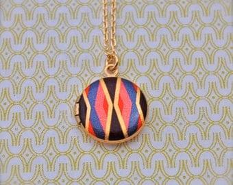 The Geometric Mini Locket - Vintage - Gold