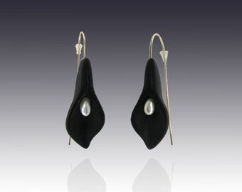 Black or White Onyx Calla Lily - curved onyx earrings with pearls and gold wires