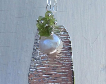 Sterling Silver Texture Pendant with Peridot and Pearl