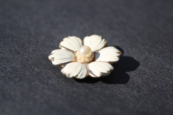 SALE White Flower Magnet with Pearls