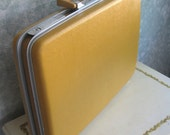 VINTAGE 70s HARDSIDE SUITCASE-BRIEFCASE- Harvest Gold Royal Traveler- Exc Condition
