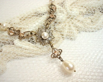 Delicate Bridal necklace, Simple Wedding necklace, Bridal jewelry, Vintage style pearl necklace, Antique gold necklace, Swarovski crystal