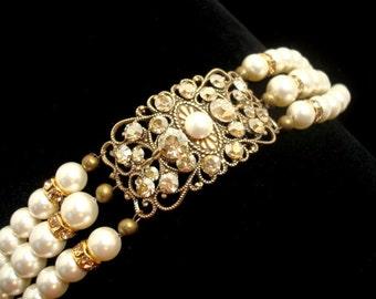 Vintage style bracelet, Crystal Bridal bracelet, Pearl Wedding bracelet, Antique gold bracelet, Swarovski crystals bracelet, Bridal jewelry