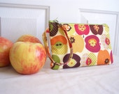 Ellie Zippered Clutch Pouch with Timeless Treasures - Apple in Cream fabric