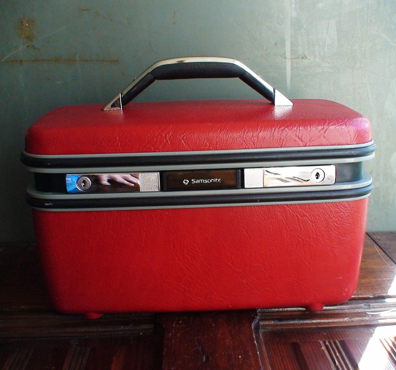 vintage red samsonite vanity case luggage. Black Bedroom Furniture Sets. Home Design Ideas