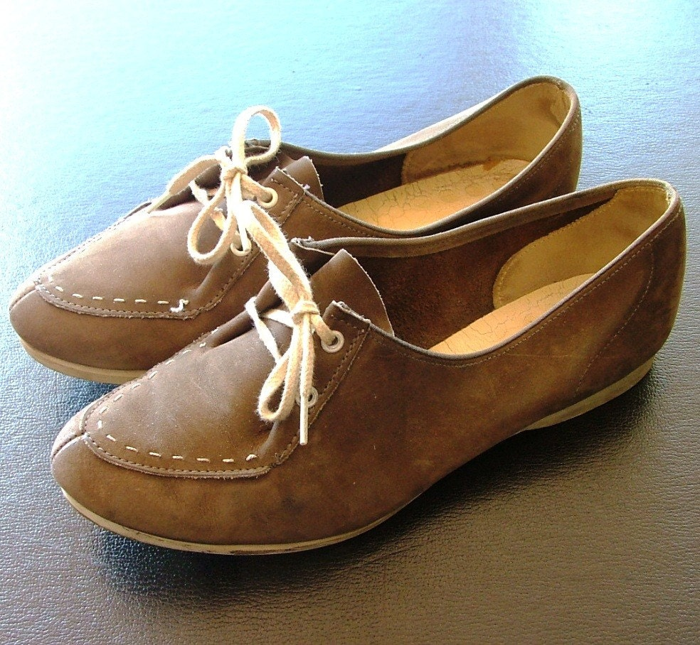 Vintage Womens Light Brown Leather Bowling Shoes