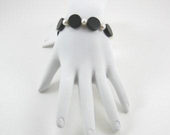 Pearl and Onyx Bracelet (B134)