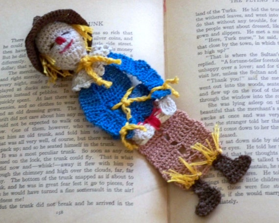 crochet bookmark scarecrow of oz reading character, unique bookmark, decoration