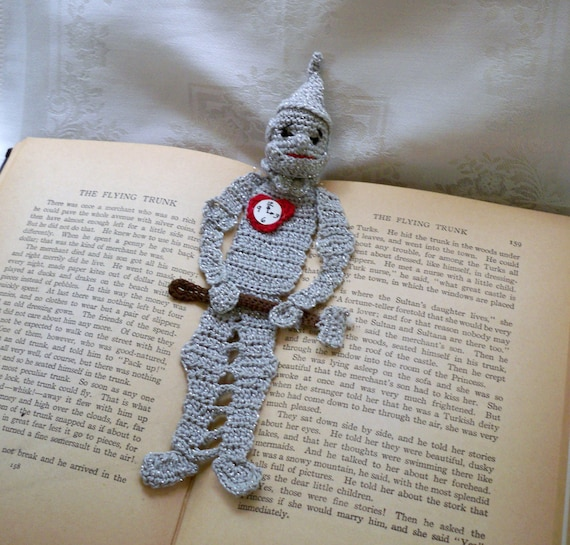 crochet bookmark tin woodman of oz, reading character bookmark
