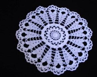 New Valentine Skinny Elongated Hearts Crocheted White Lace Doily Handmade 10 3/4 inch diameter
