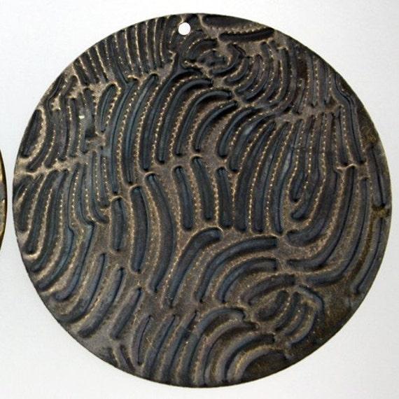 10 pcs of antiqued brass finish patterned drop big circle 60mm