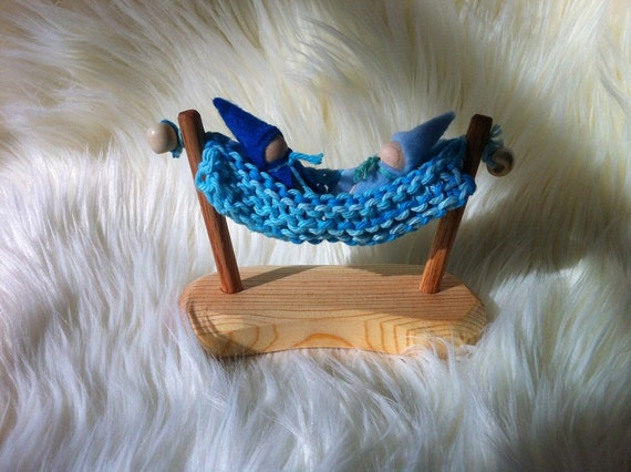 Natural wooden baby gnome hammock with 2 little gnomes (beautiful blue)