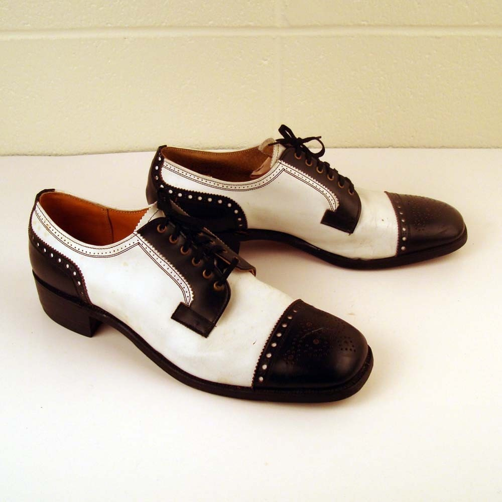 vintage 1970s black and white saddle leather oxford shoes
