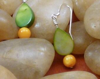 Earrings mother of pearl green teardrop orange pierced