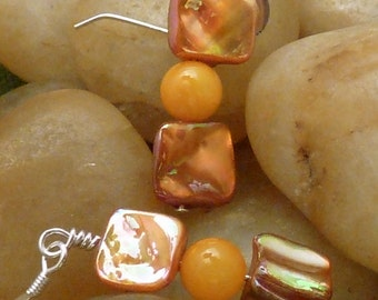 Earrings mother of pearl gold brown square with orange round pierced