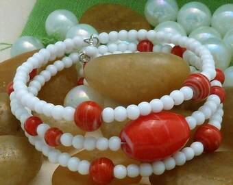 Bracelet, large red oval focal bead and red rounds with white glass rounds, large, 3 loops of memory wire