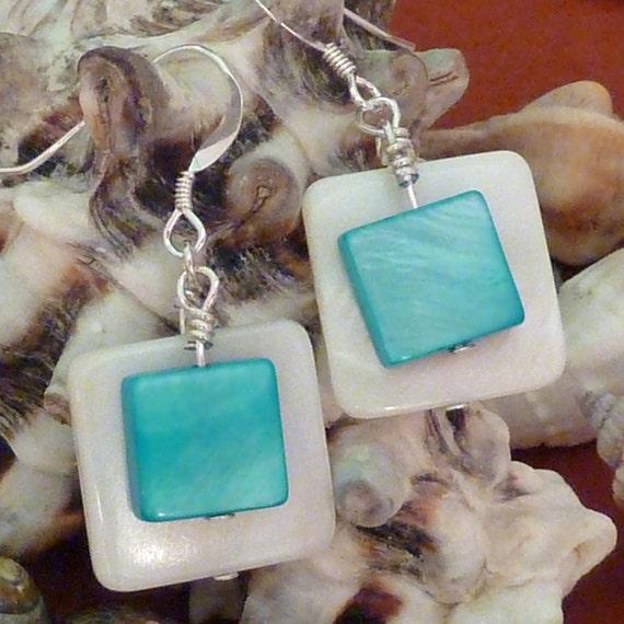 Pearl earrings with flat back navette