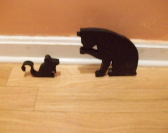 Wooden cat and mouse pieces