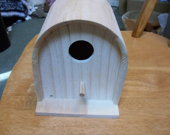 Mailbox shaped birdhouse