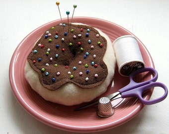 Pincushion Pastry and Plate Combo