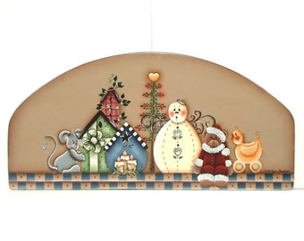 Christmas Memories Handpainted Wooden Door Crown 396