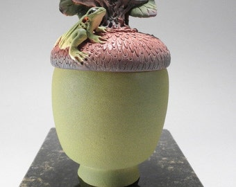 Green Acorn Box with Frog motif
