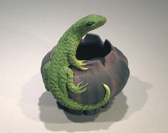 Black Fluted Lizard Bowl