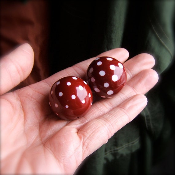 2 Large Vintage Lucite Polka Dot Beads - Red and White by Bullseyebeads