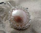 Baroque pearl and silver wire crochet pendant - Amphitrite's tear