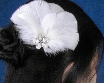 Bridal accessories white head piece white weddings white fascinator feather hairpiece bride simple white headpiece bridal fasinator feathers