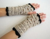 Oatmeal Fan-Edged Fingerless Gloves