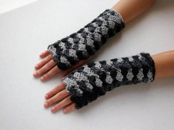 Charcoal Delight Wavy Fingerless Gloves