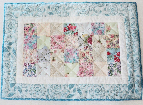 Chic Quilted Patchwork Placemat in cottage blue