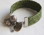 Bracelet Plaited green cords and charms