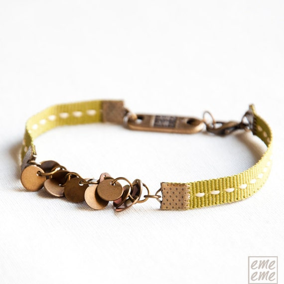 Bracelet Antique gold-plated brass charms and green ribbon