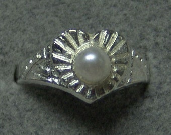 1950s Tin Silver and Pearl Carnival Prize Toy Ring LARGE HEART DESIGN