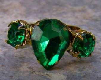 1960s Pear Shaped Faux EMERALD Adjustable Ring NICE