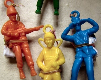 THREE 1970s Parachute Army Men in UNUSED condition 2 and half inch tall
