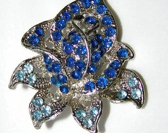 Vintage 1950s Rhinestone Brooch ROSE BUD in Blue