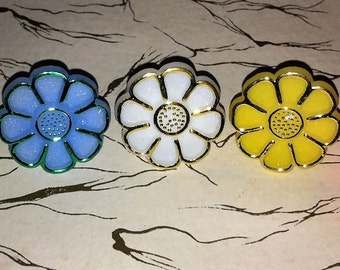 1968 FLOWER POWER Ring in MINT condition from original retail container