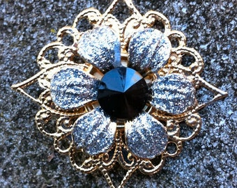 1950s Four Point Gold Tin FLOWER Brooch in BLACK